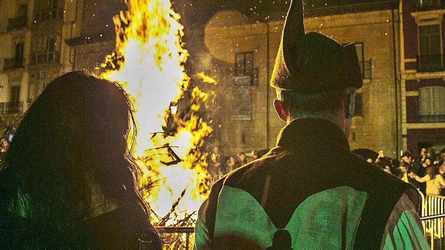 La ciudad celebrará San Juan con una hoguera virtual proyectada sobre la Catedral
