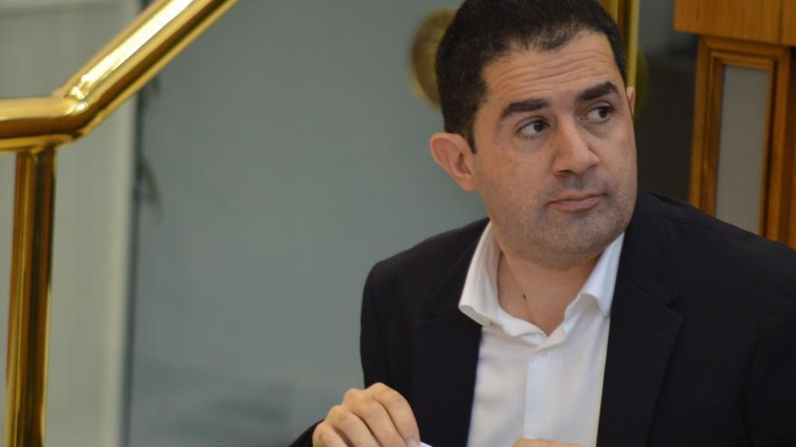 Toni Francés acusa a Carlos Mazón y a los dos diputados de Cs de organizar un sainete y llevarlo todo pactado