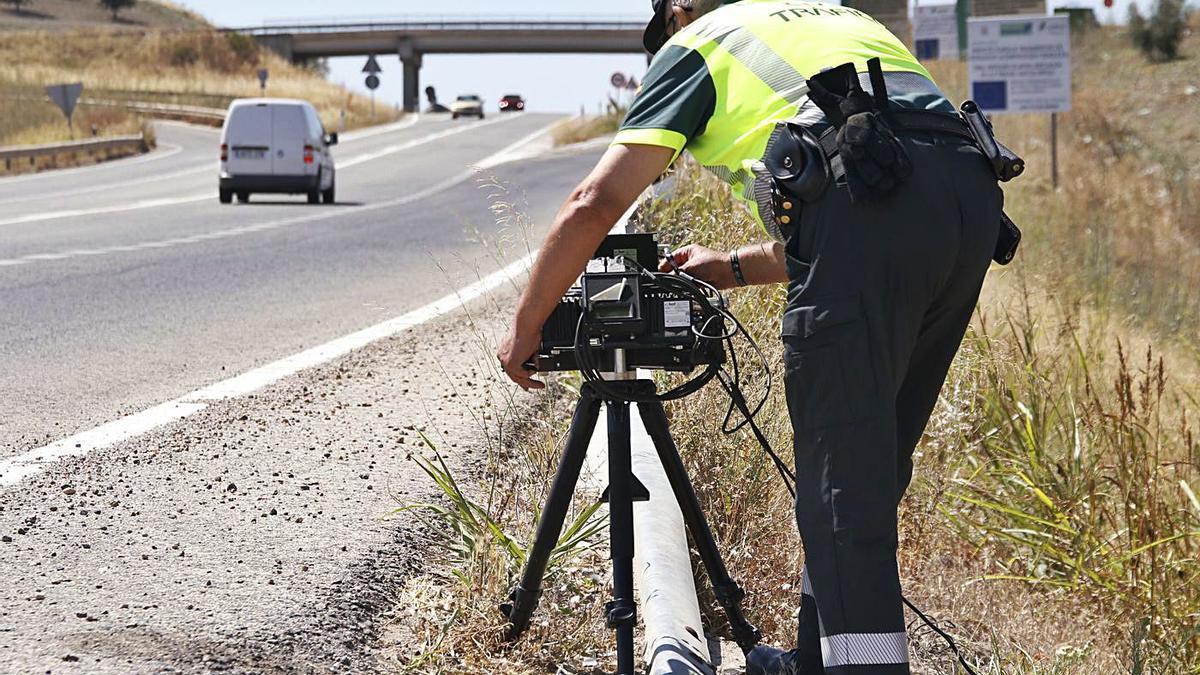 El exceso de velocidad es uno de los motivos por los que un conductor puede perder puntos.