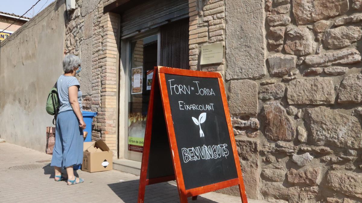 L'entrada al forn de Jorba, gestionat pel col·lectiu Eixarcolant