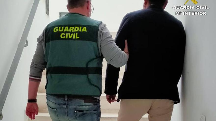 La Guardia Civil desarticula una trama que ha estafado a más de 50 agricultores de la Vega Baja en la compra de cítricos