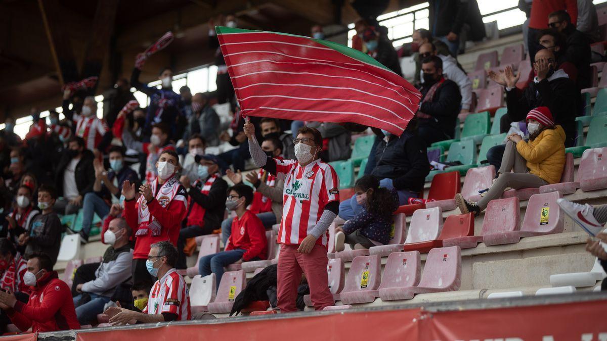 Aficionados del Zamora CF, en el Ruta de la Plata.