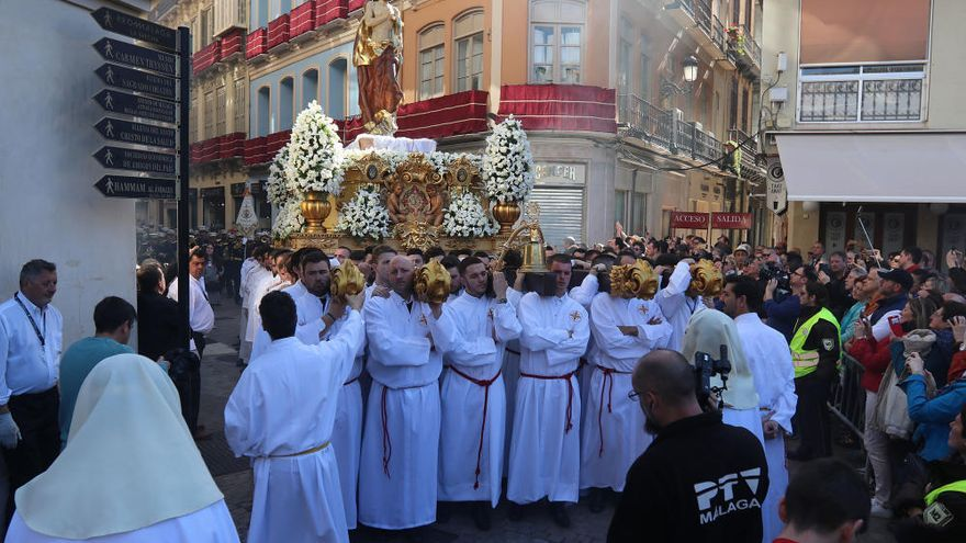 El Resucitado ilumina las calles de Málaga