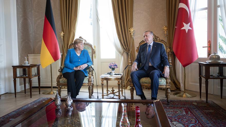 Merkel se despide de Turquía con un mensaje a favor del acuerdo migratorio con la UE