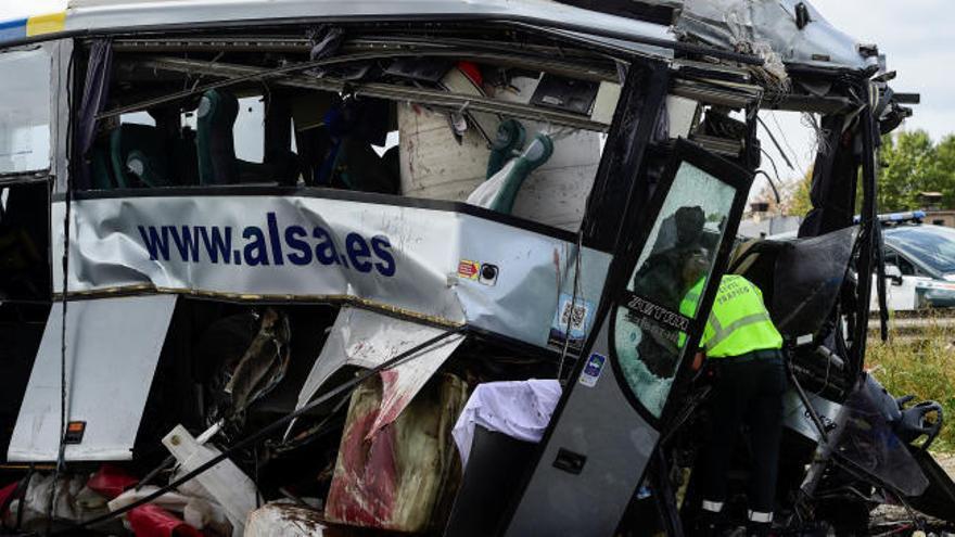 La lectura del tacógrafo del autobús de Avilés confirma que iba a entre 80 y 90 km/h