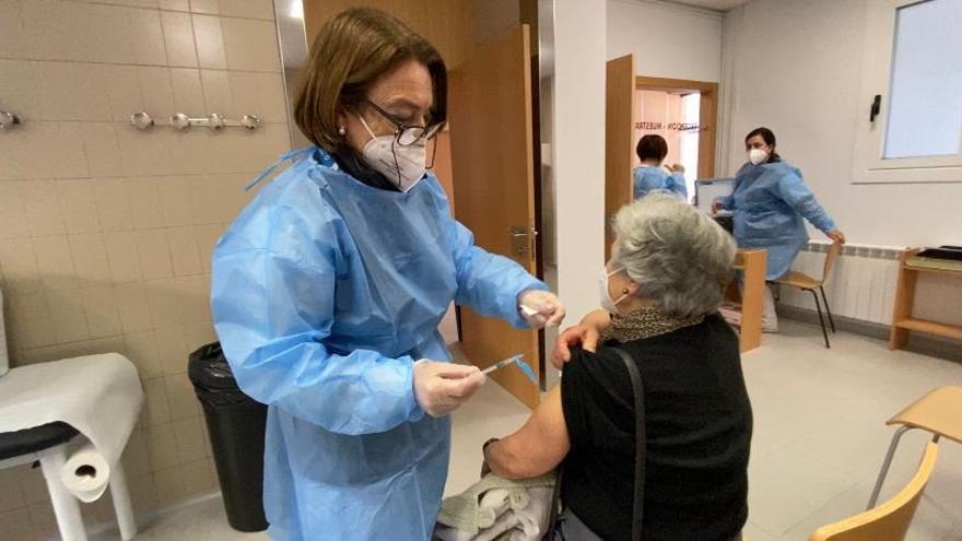 Primeros mayores de 80 años vacunados contra el COVID en Pontevedra