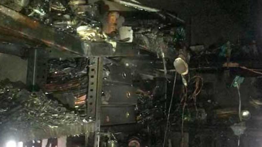 Desalojan ocho viviendas en Cambre por un incendio en un desván de una vivienda