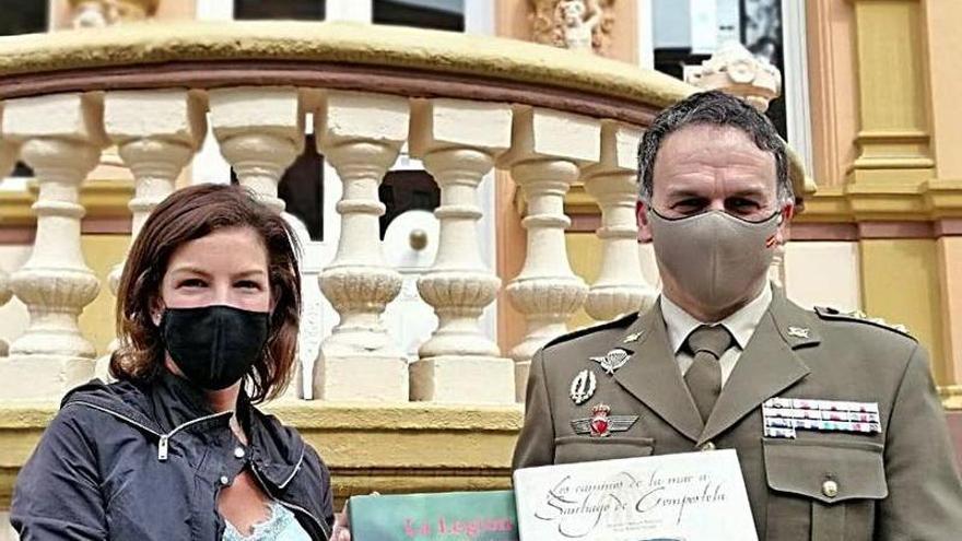 Defensa dona varios libros sobre las Fuerzas Armadas a las bibliotecas de Oviedo