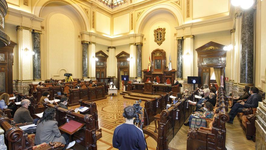 Unanimidad del pleno para exigir la licitación urgente del tren a Langosteira