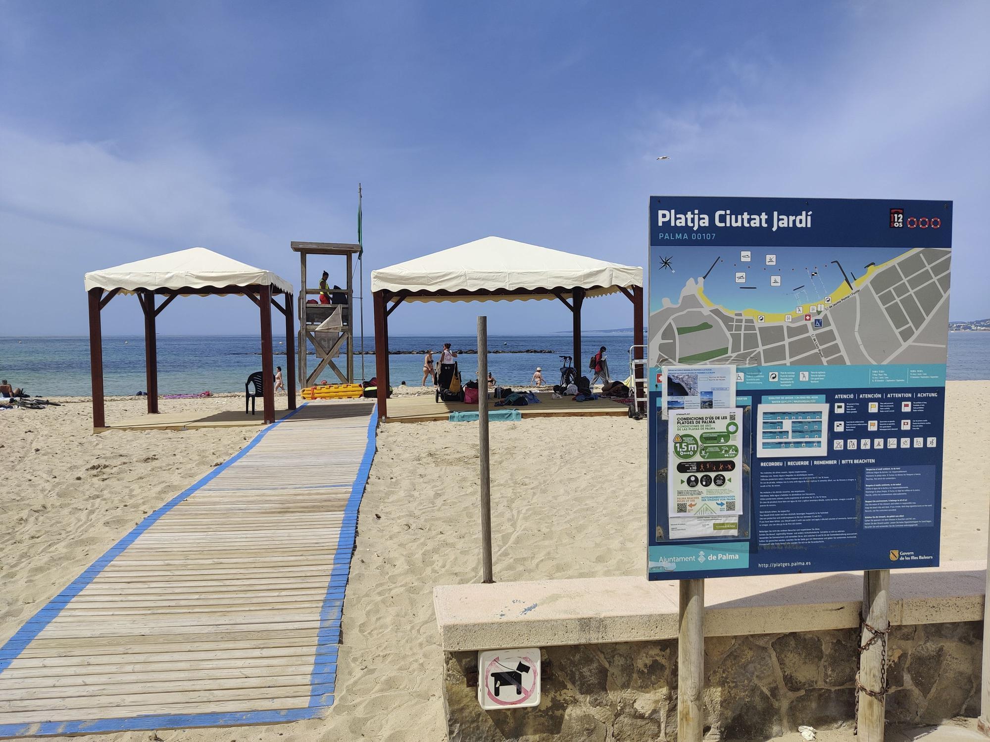 Las playas de Palma ya disponen de 'casi' todos los servicios de temporada