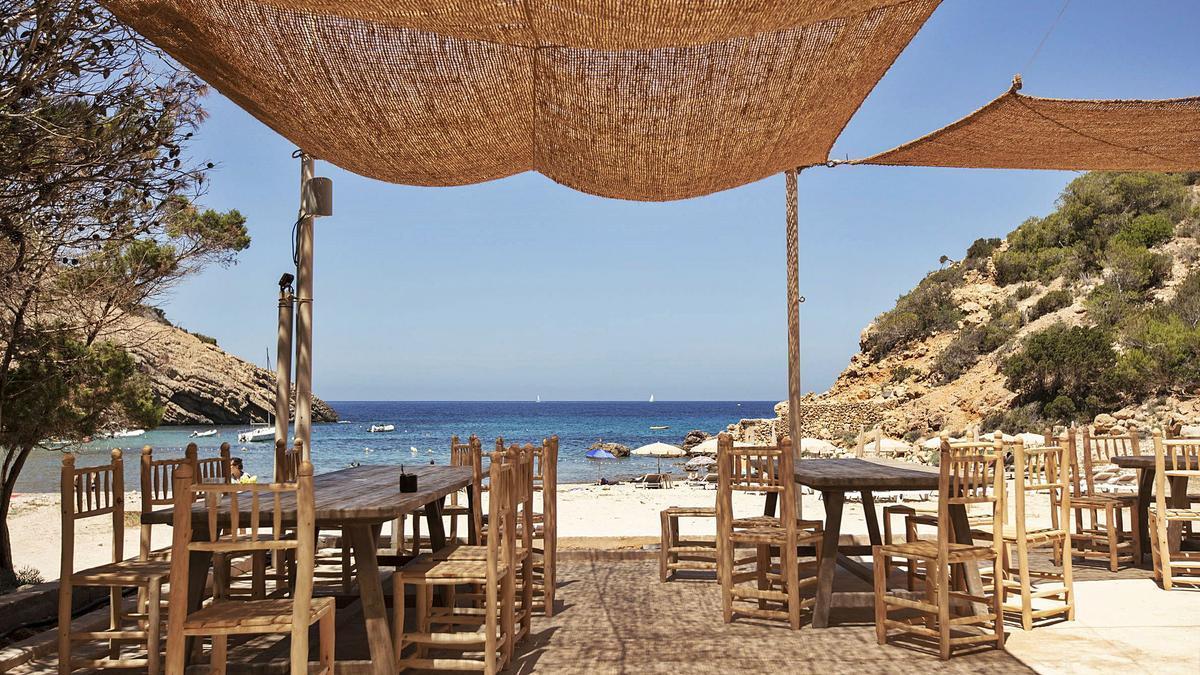 El Silencio ofrece cuatro espacios: un restaurante principal, un restaurante de tapas y 'cocktail' bar junto a la piscina, un salón privado y una zona 'chill out'. | DANIEL BALDA