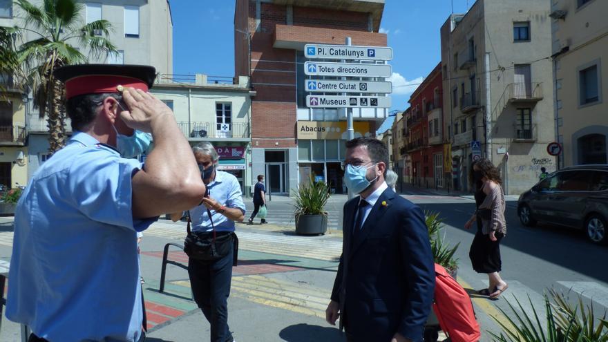 El president de la Generalitat intercanvia impressions amb marxants i comerciants de Figueres