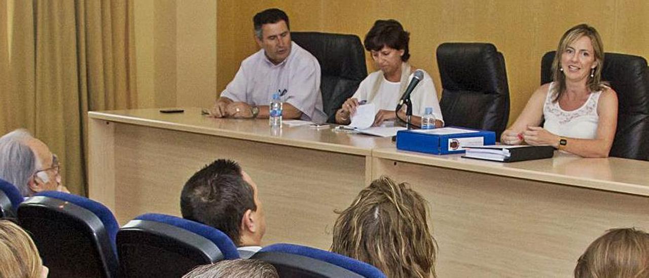 Una de las reuniones del Ayuntamiento los vecinos de La Jaud en 2015.  