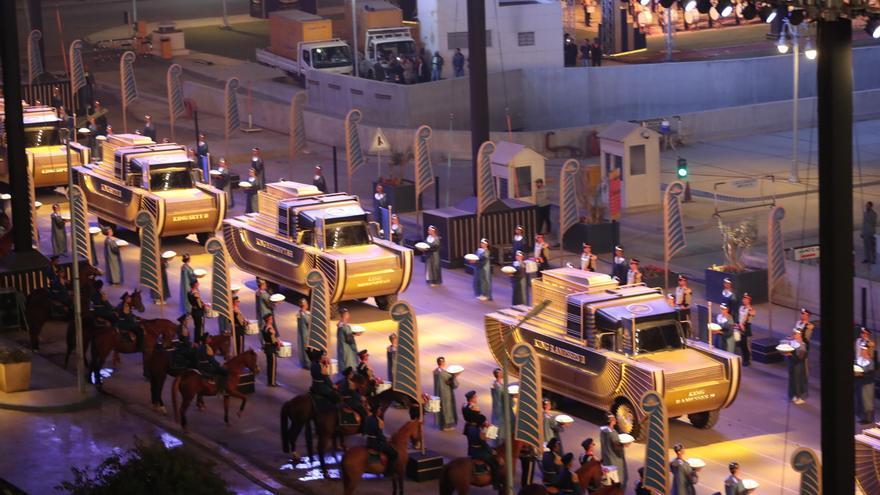 Egipto pasea a momias de reyes y reinas por El Cairo
