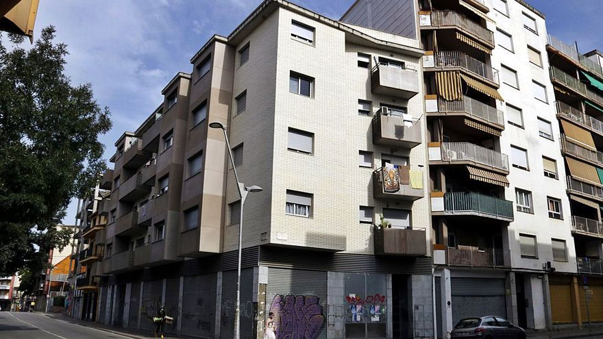 Girona compra 54 habitatges i augmenta un 23% el parc públic