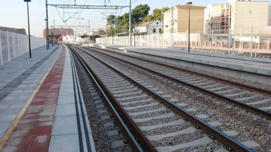 Adif invertirá  1,3 millones para electrificar el tercer hilo de Castelló