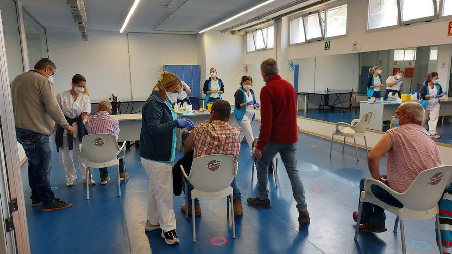 Casi un millón de personas en Canarias tienen la inmunización completa contra el covid