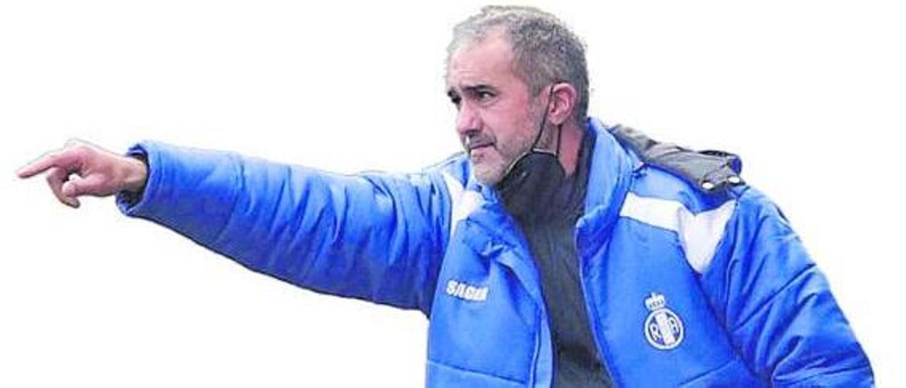 Luis Rueda, entrenador del Avilés. |