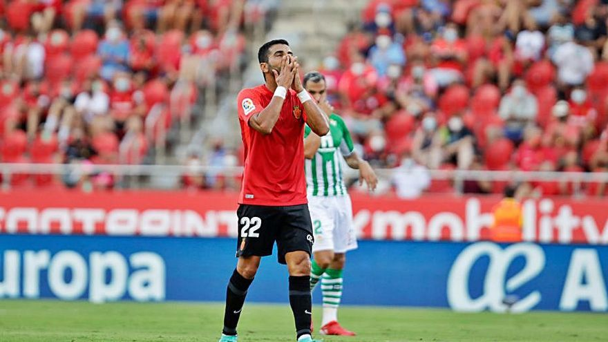 La lesión de Ángel fuerza a Ortells a acelerar el fichaje de otro '9'