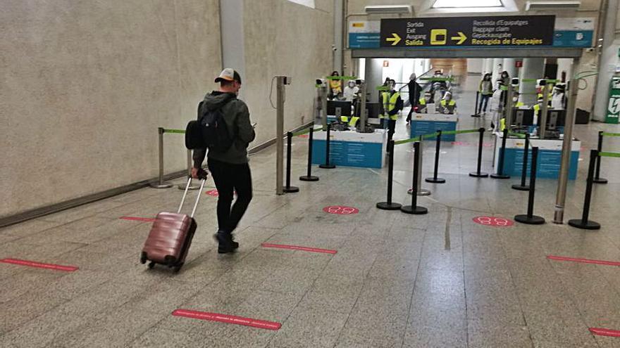 La negociación del Govern para las PCR para pasajeros nacionales va «por buen camino»