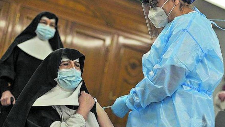 Los geriátricos de Galicia superan ya los 200 contagios y registran uno de cada tres muertos