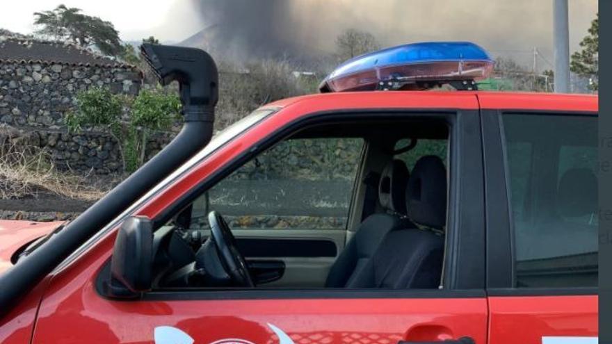 Los Bomberos se retiran de Todoque tras el aumento de las explosiones y piroclastos