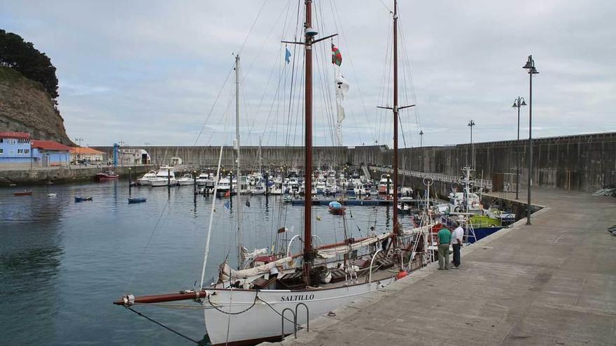 El puerto de Lastres soporta seis inspecciones oficiales el mismo día