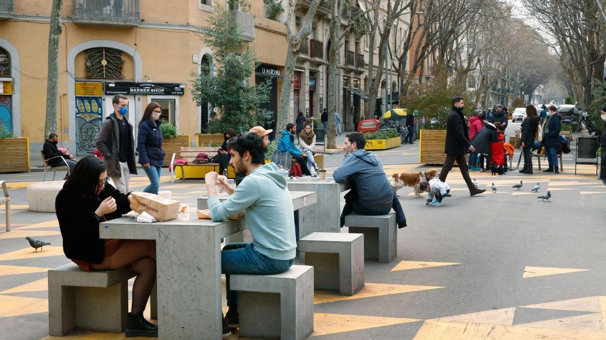 Ambiente en la supermanzana de Sant Antoni, a principios de marzo.