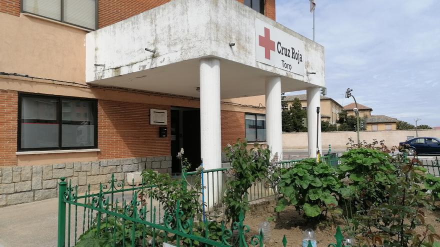 Cruz Roja de Toro fomenta el envejecimiento saludable con un taller de pintura