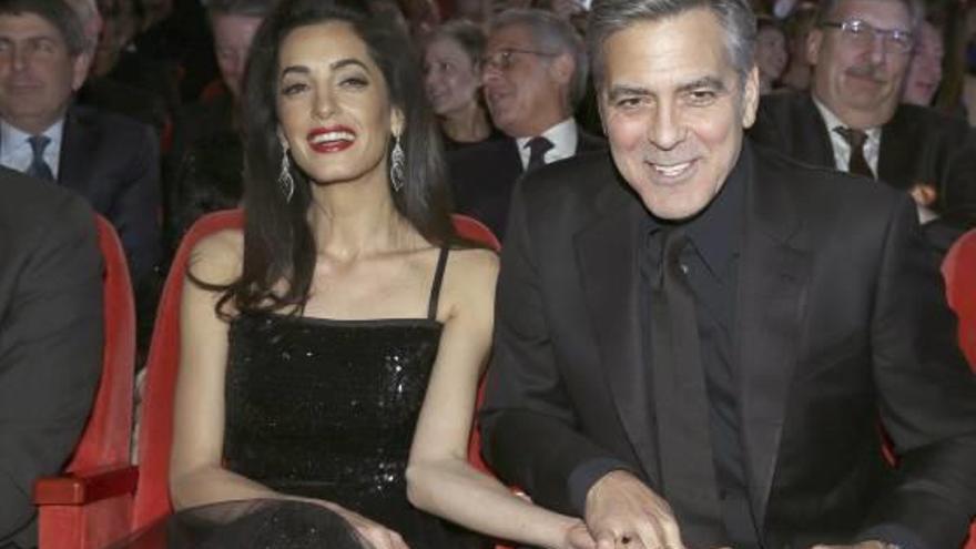 George y Amal Clooney, padres de gemelos