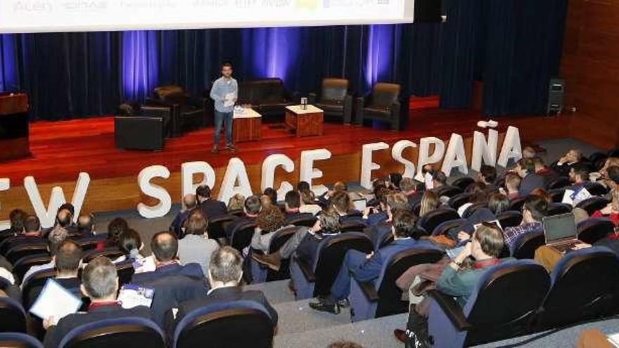 """Vigo presume de """"tecnología y talento"""" para democratizar el espacio con pequeños satélites"""