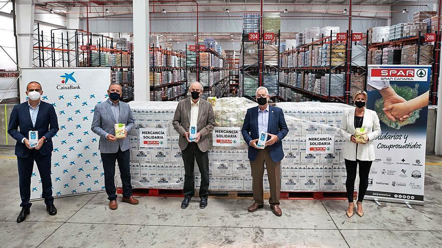 SPAR Gran Canaria dona 2.500 kilos de leche y gofio a #NingúnHogarSinAlimentos