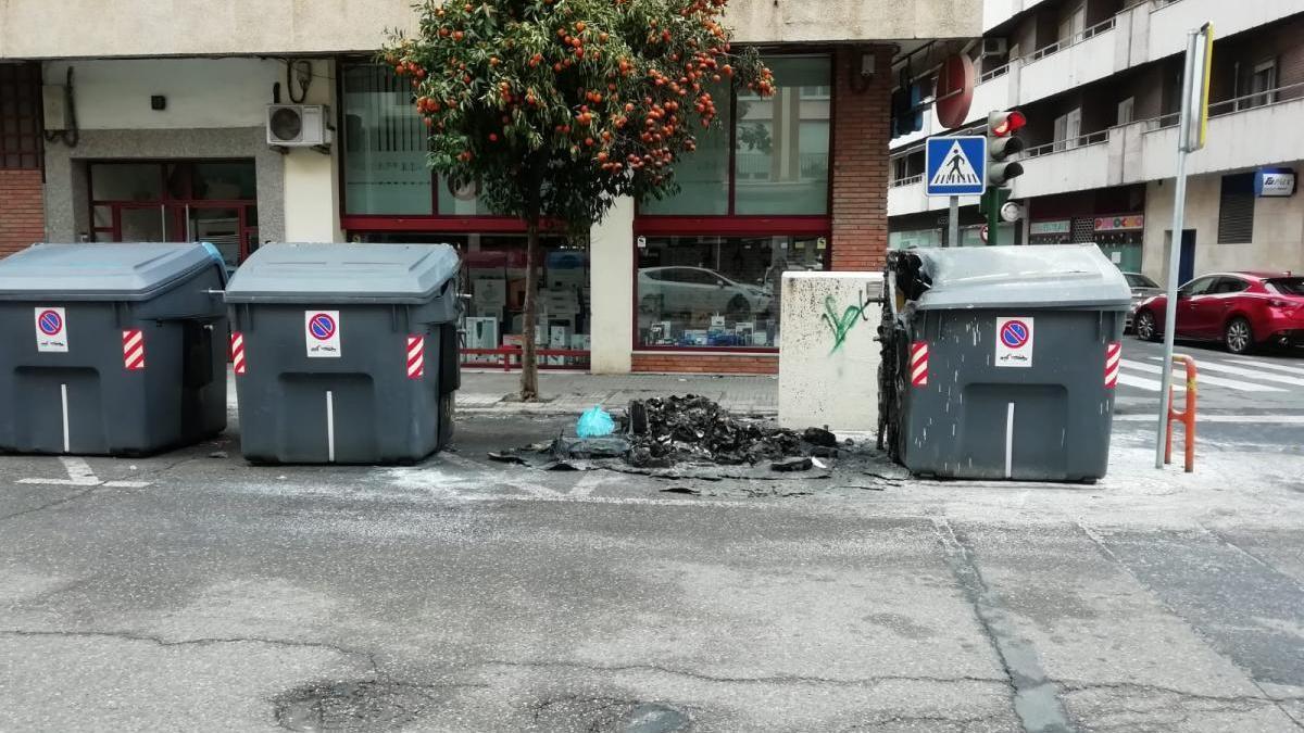 Una persona ha sido detenida tras prenderle fuego a varios contenedores en Ciudad Jardín