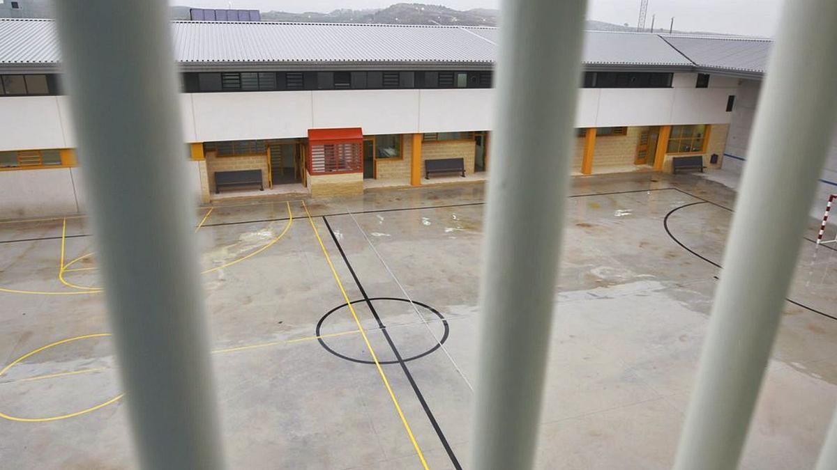 Patio interior en el Centro Penitenciario Campos del Río en el paraje Los Charcos construido en 2011. | EFE
