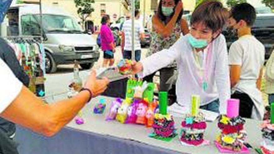 Les cooperatives de les escoles Mansuet i la Salut de Collbató venen els seus productes