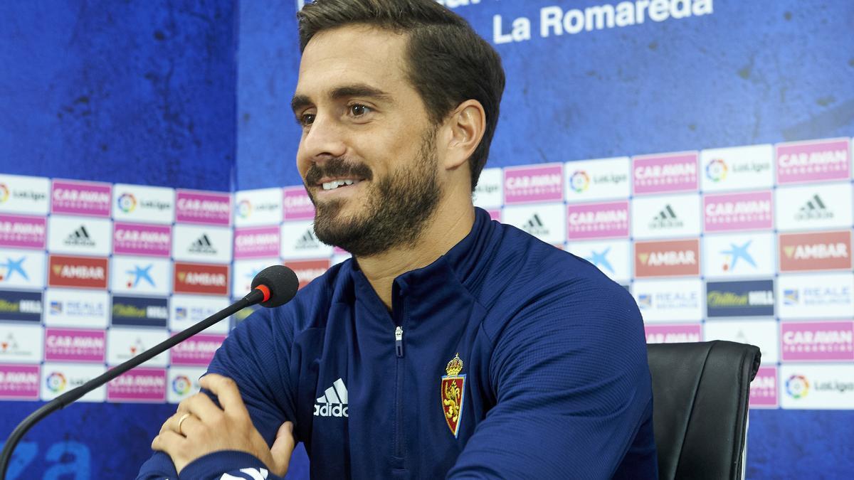 Javi Ros, durante una rueda de prensa en el Zaragoza.