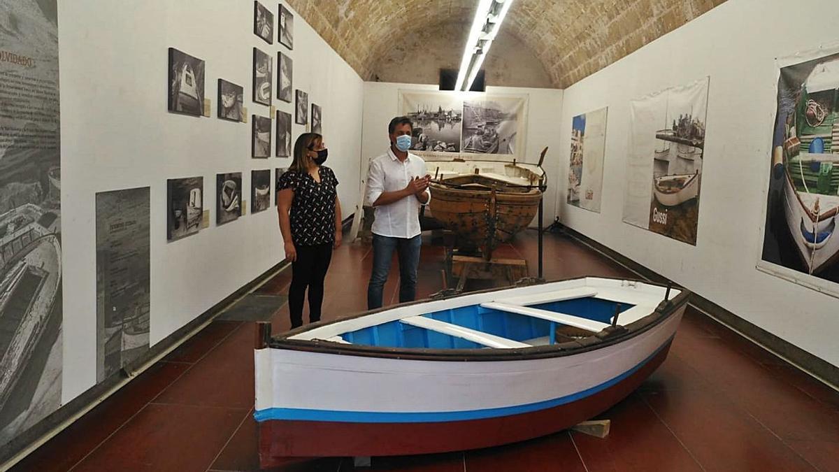 Bel Busquets y Albert Forés en la sala de embarcaciones, en la presentación en Ses Voltes.