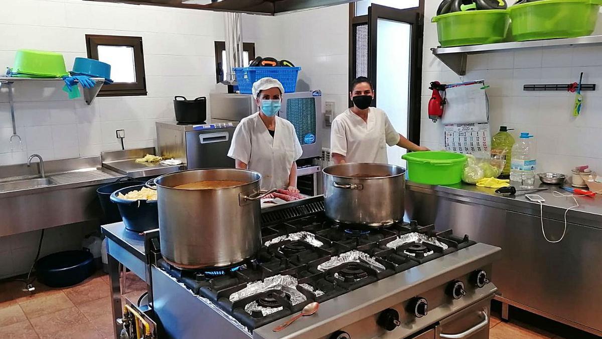 Cocineras del comedor social de la tercera edad de Sarracín de Aliste. | Chany Sebastián