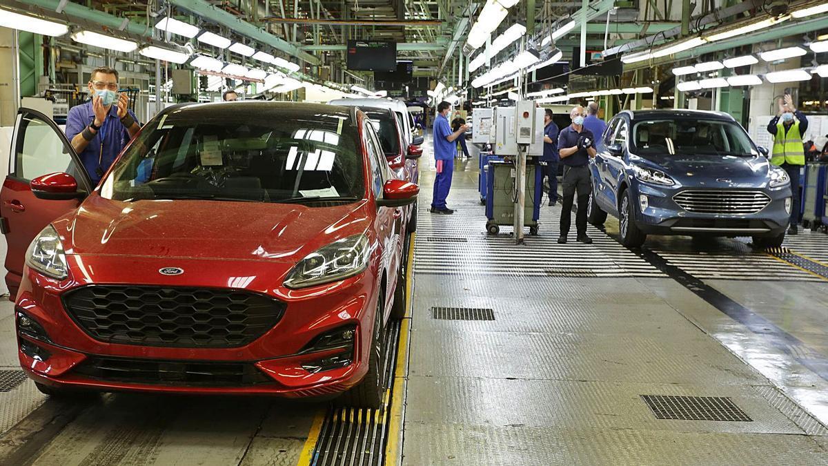 Cadena de producción de  vehículos Ford en  Almussafes.  óscar padi