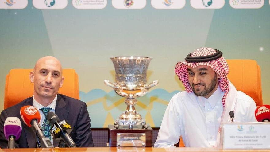 """La Federación de Fútbol, premio """"Felpeyu"""" de Les Comadres por llevar la Supercopa a Arabia Saudí"""