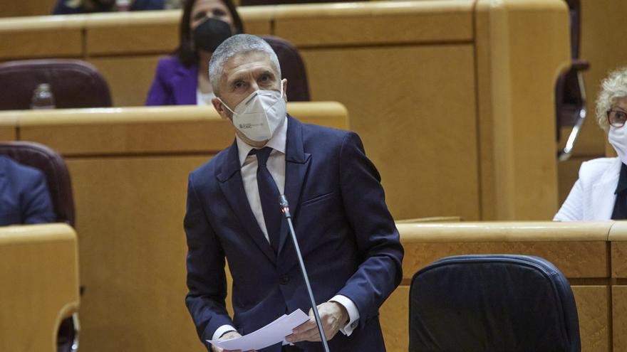Marlaska dice que solo se traslada a la Península a migrantes vulnerables o solicitantes de asilo