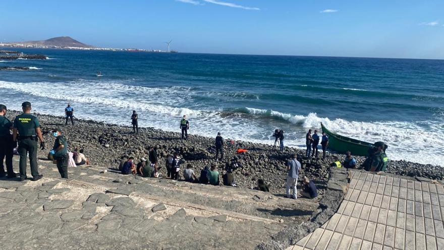 Ocho inmigrantes de una patera, dos graves, llevados a centros sanitarios en Gran Canaria