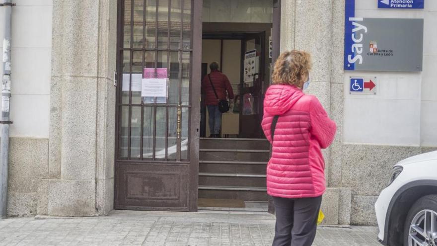 """IU traslada quejas por """"la falta de un pediatra"""" en Benavente Sur"""