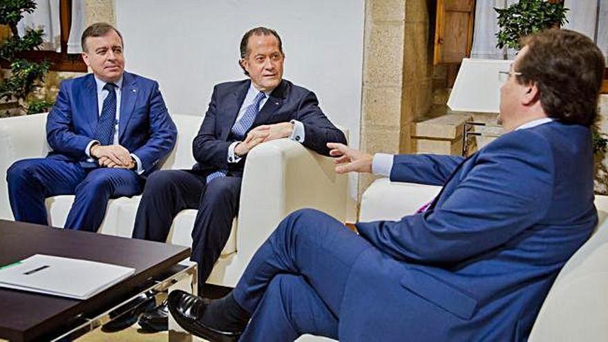 Escotet y Botas, con el presidente extremeño