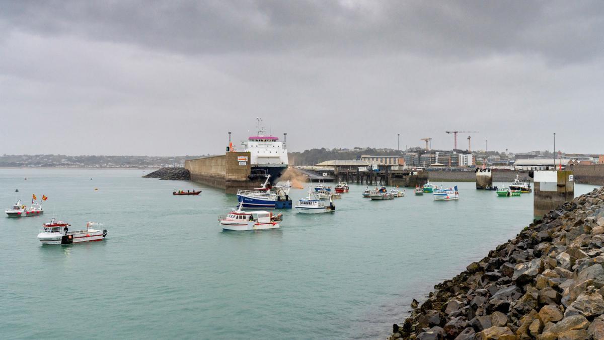 Barcos franceses bloqueando el puerto de Jersey.