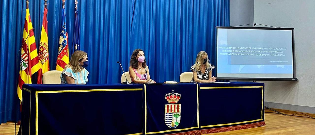 Una de las ponencias durante el II Congreso Internacional «Dinero digital y gobernanza» celebrado en El Campello. | INFORMACIÓN
