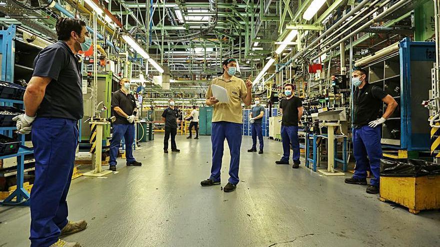 Ford planea producir los sábados por el alza en la planta de motores