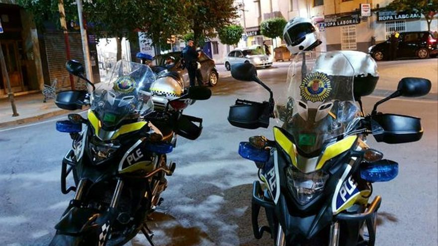 La Policía Local de Elda desaloja una fiesta en un cuartelillo y sanciona a tres personas por resistencia