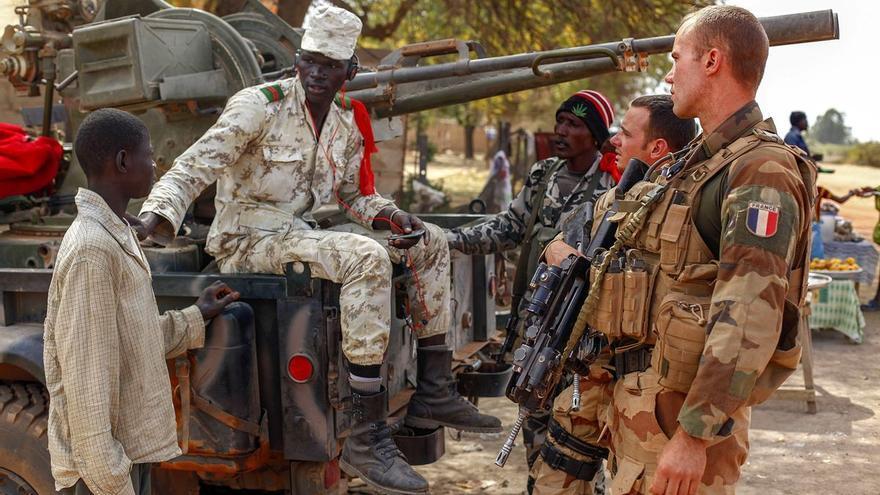 Una nueva tribuna firmada por militares advierte de una guerra civil en Francia