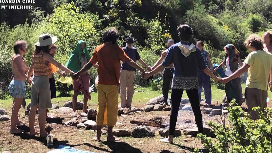 La Guardia Civil sanciona a los integrantes del campamento Arco Iris